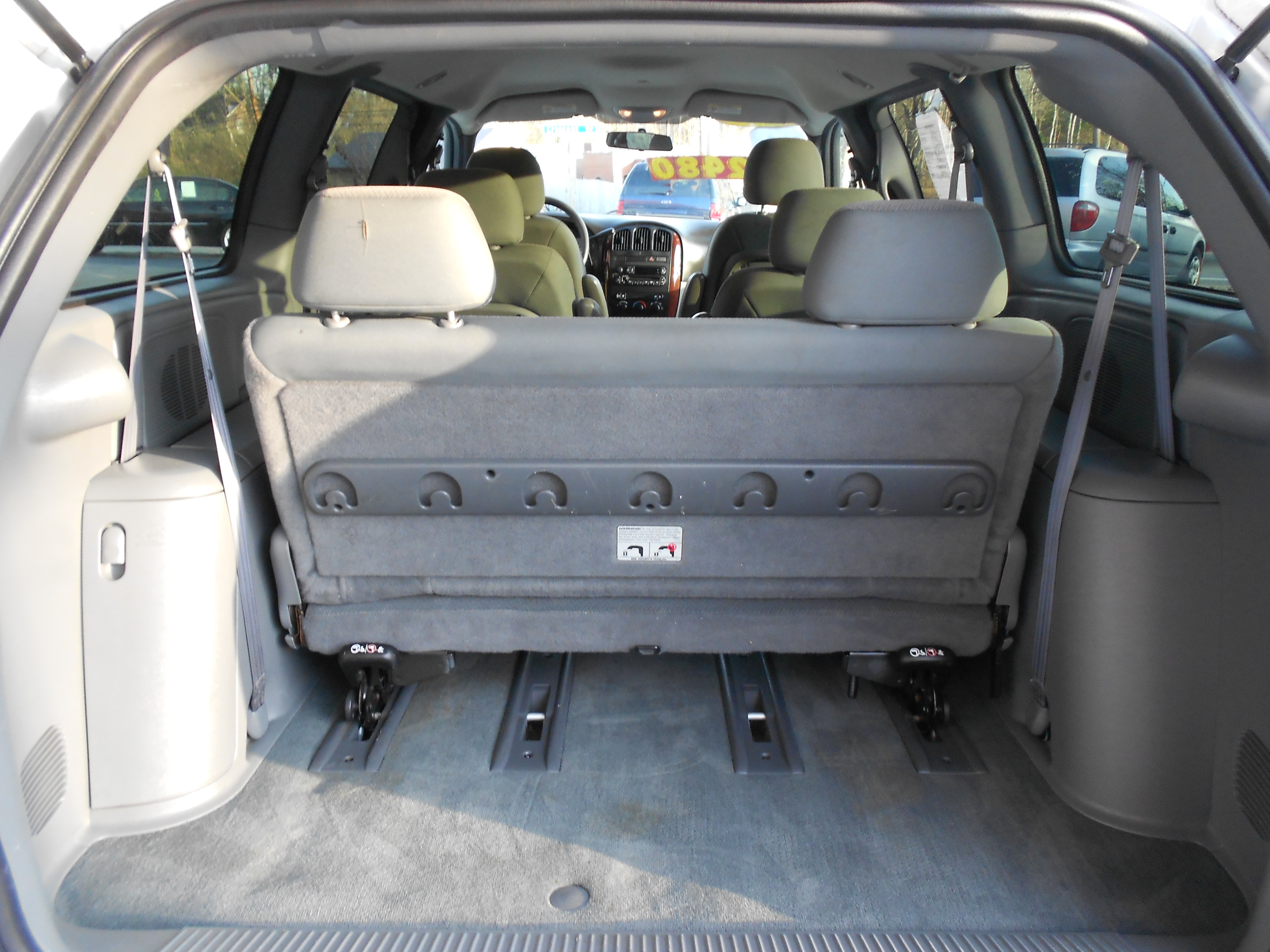 2011 chrysler town country detailed pricing and html autos weblog. Black Bedroom Furniture Sets. Home Design Ideas