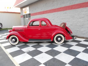 1935 FORD 5 WINDOW COUPE (24)