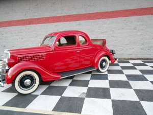 1935 FORD 5 WINDOW COUPE (25)