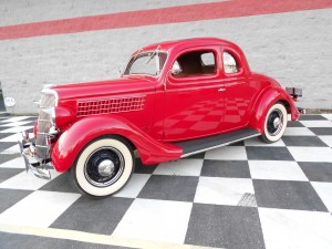 1935 FORD 5 WINDOW COUPE (5)