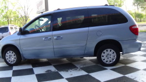 2005 Chrysler Town & Country Blue (10)