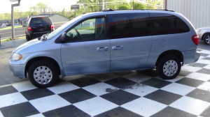 2005 Chrysler Town & Country Blue (11)