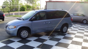 2005 Chrysler Town & Country Blue (12)