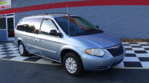 2005 Chrysler Town & Country Blue (2)