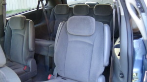 2005 Chrysler Town & Country Blue (20)