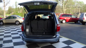 2005 Chrysler Town & Country Blue (25)