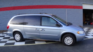 2005 Chrysler Town & Country Blue (3)