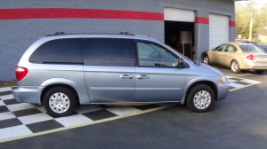 2005 Chrysler Town & Country Blue (4)