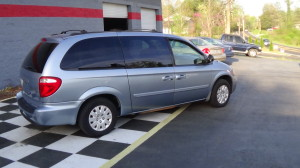2005 Chrysler Town & Country Blue (5)