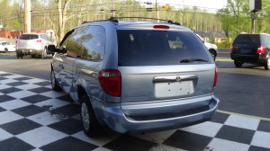 2005 Chrysler Town & Country Blue (8)